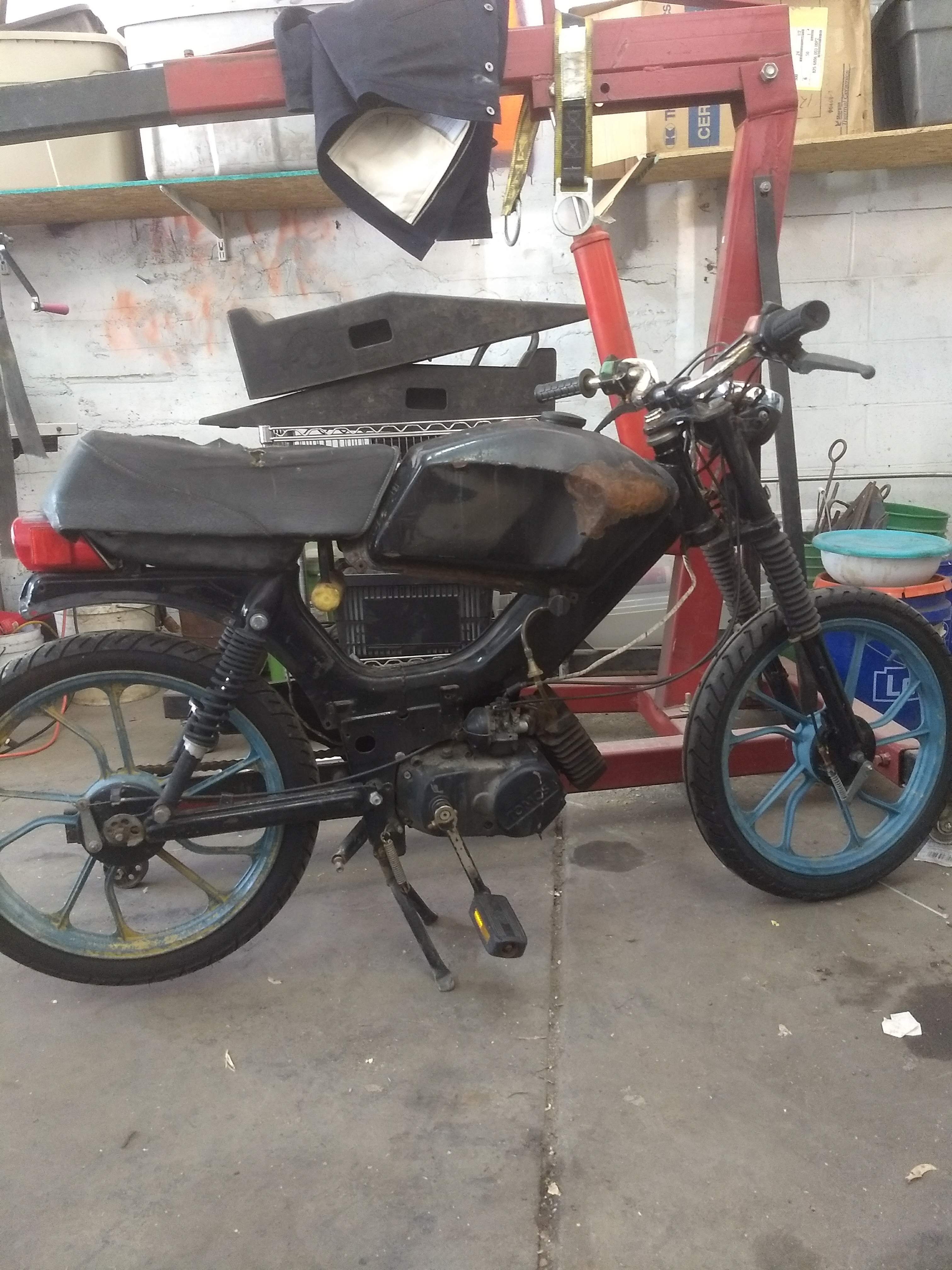 Can you identify this Tomos? — Moped Army