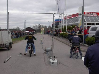 Moped dragracing