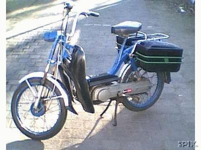 1976 Vespa Bravo, with leg shields