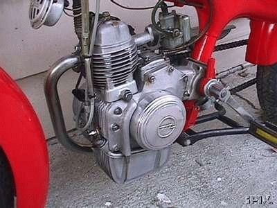 1962 Motom C, Red Engine Closeup leftside