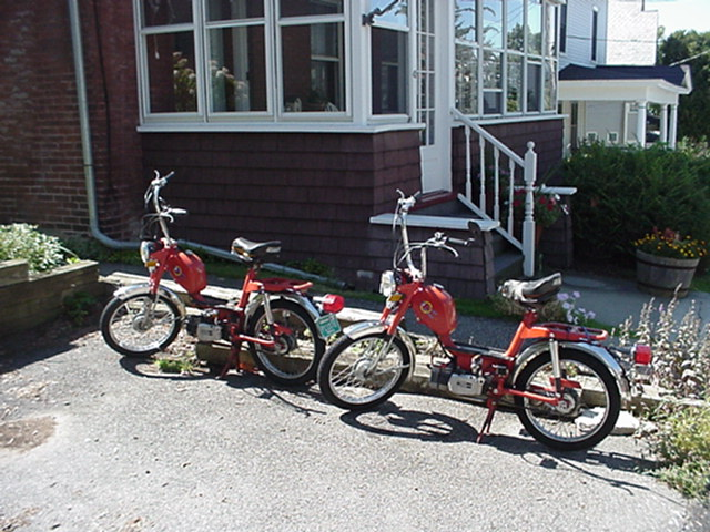 1977 Gloria Intramotor Scout (Pair, Red)