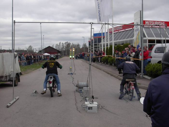 (Moped dragracing)