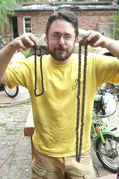 File:PuchAD Chains.jpg